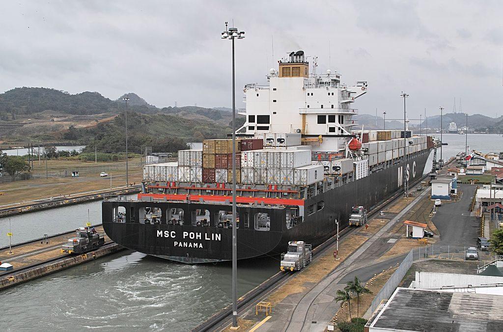 Panamax ship exiting the Miraflores locks in Panama. Credit: Wikimedia Commons/Dicklyon