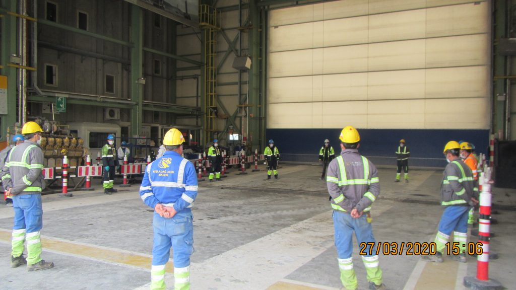 Physical distancing at a meeting of workers at Eldorado Gold's Kisladag gold mine in Turkey. Credit: Eldorado Gold