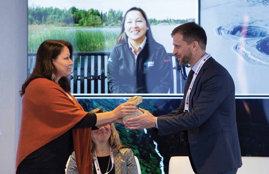 Dawn Madabhee Leach, general manager of Waubetek, and Rio Tinto's Richard Storrie, president and CEO of the Diavik mine, exchange a gift at the Canada 2020 Annual Indigenous Economic Development Forum. Credit: Rio Tinto